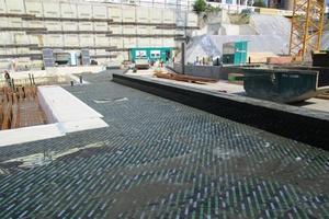 """Für die lastabtragende Bodendämmung unter der Gründungsplatte kamen die druckfesten Dämmplatten """"Foamglas Board T4+"""" zum Einsatz"""