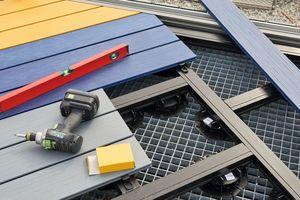 Die Unterkonstruktion für die Terrassendielen stammt ebenfalls von Naturinform