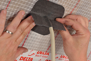 """Für Durchführungen von Kabeln durch Bahnen- und Plattenwerkstoffe eignen sich dehnfähige, flexible Klebebänder <span class=""""bildnachweis""""></span>"""