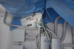 Hier sollten die baulichen Vorgaben noch korrigiert werden, bevor eine fachgerecht eingedichtete Kabeldurchführung hergestellt werden kann