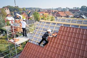 Die für die Dachflächen verwendeten Unterspannbahnen stammen ebenfalls von Creaton