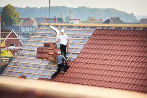 Die Verlegung der Dachziegel nahm insgesamt rund zwei Monate in Anspruch