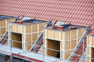 Die Gaubendächer haben ein Gefälle von zwei Prozent nach hinten in Richtung der Hauptdachfläche
