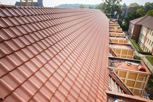 """Blick auf eine der Dachflächen, die mit """"Futura""""-Dachziegeln eingedeckt wurde"""
