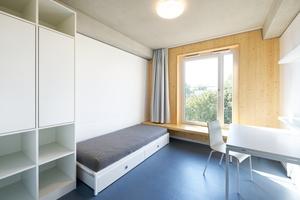 Die Apartments sind unter anderem mit Echtholzoberflächen gestaltet und effizient geschnitten. Daher sind sie bereits platzsparend möbliert