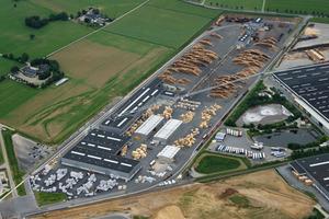 Sägewerk der Egger-Gruppe in Brilon. Die neue Division Building Products von Egger umfasst drei Standorte: jeweils ein OSB-Werk in Wismar und Radauti (Rumänien) und das Sägewerk in Brilon<br />