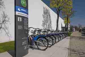Die Schwaiger Group hat in Kooperation mit der MVG eine Bike-Sharing-Station ins Centro Tesoro geholt