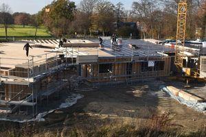 Die Abbundanlage nutzt der Holzbaubetrieb hauptsächlich zum Abbund von Dachstühlen und zur Bearbeitung von Hölzern für den Holzrahmenbau
