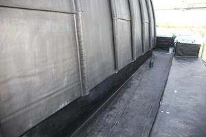 """Die umlaufenden Kehlen des kuppelförmigen Kirchturmdaches dichteten die Dachdecker mit """"BMI Wolfin GWSK""""-Kunststoffdachbahnen ab"""
