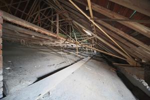 Blick in das Stahl-Holz-Tragwerk des Daches