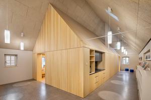 Im ehemaligen Wohnhaus entstand als Haus-im-Haus eine kleine Kinderbücherei<br />