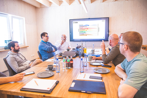 Der Austausch in kleinen Gruppen, um gemeinsam Ideen zu entwickeln und Projekte zu verfolgen, ist wichtiger Teil der Netzwerkarbeit der 81fünf AG<br /><br />