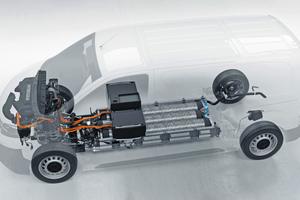 """Veranschaulichung des Antriebs im """"Opel Vivaro-e Hydrogen"""": Brennstoffzelle, Wasserstofftanks und Batterie sind so untergebracht, dass gegenüber herkömmlichen Antriebstechnologien nicht mehr Platz benötigt wird"""