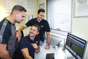 """Den 2. Platz im Bereich Handwerk und Technik des Wettbewerbs belegten Markus Holl, Martin Holl sowie Marcel Jäger (von links nach rechts) von der Kooperationsplattform """"Check and Work"""""""