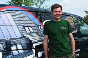 Dachdeckermeister Frank Schildhauer aus Potsdam hat in seinem Betrieb eine neue Softwarelösung eingeführt, die Betriebsabläufe erleichtert