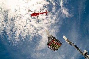 Der Transport des Materials gelang über Helikopter, deren Transportgewicht 600kg nicht überschreiten durfte