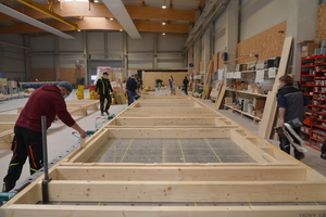 Neben dem Abbund für Dachstühle und andere Projekte fertigt Eco-Timber auch Holzrahmenelemente vor, inklusive Dämmung und Beplankung