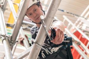Das Arbeiten in der Höhe erfordert nicht nur eine zuverlässige Persönliche Schutzausrüstung gegen Absturz, sondern auch einen Rettungsplan für den Unglücksfall<br />