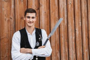 Die deutsche Zimmerer-Nationalmannschaft wird im Februar 2022 auf der DACH+HOLZ bei der Europameisterschaft der Zimmerer antreten. Philipp Kaiser aus Rot in Baden-Württemberg (Foto) ist Teil der Nationalmannschaft