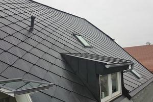 """<irspacing style=""""letter-spacing: -0.02em;"""">Die Solardachschindeln fügen sich unauffällig in die Dachdeckung ein und sind in unterschiedlichen Formen und Formaten erhältlich</irspacing>"""