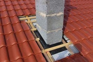 Der Kamin wurde ins Unterdach eingebunden und an die Aufdachdämmung angeschlossen
