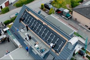 Die Creaton-Photovoltaikanlage wurde auf der Ostseite des Hauses von Dachdecker Yannick Menkhoff in Bad Salzuflen eingebaut