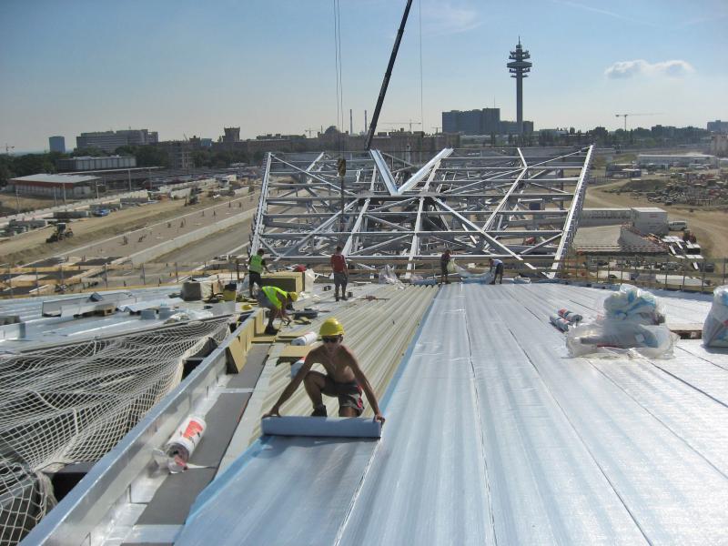 Neues Dach F 252 R Wien Beeindruckende Stahlkonstruktion