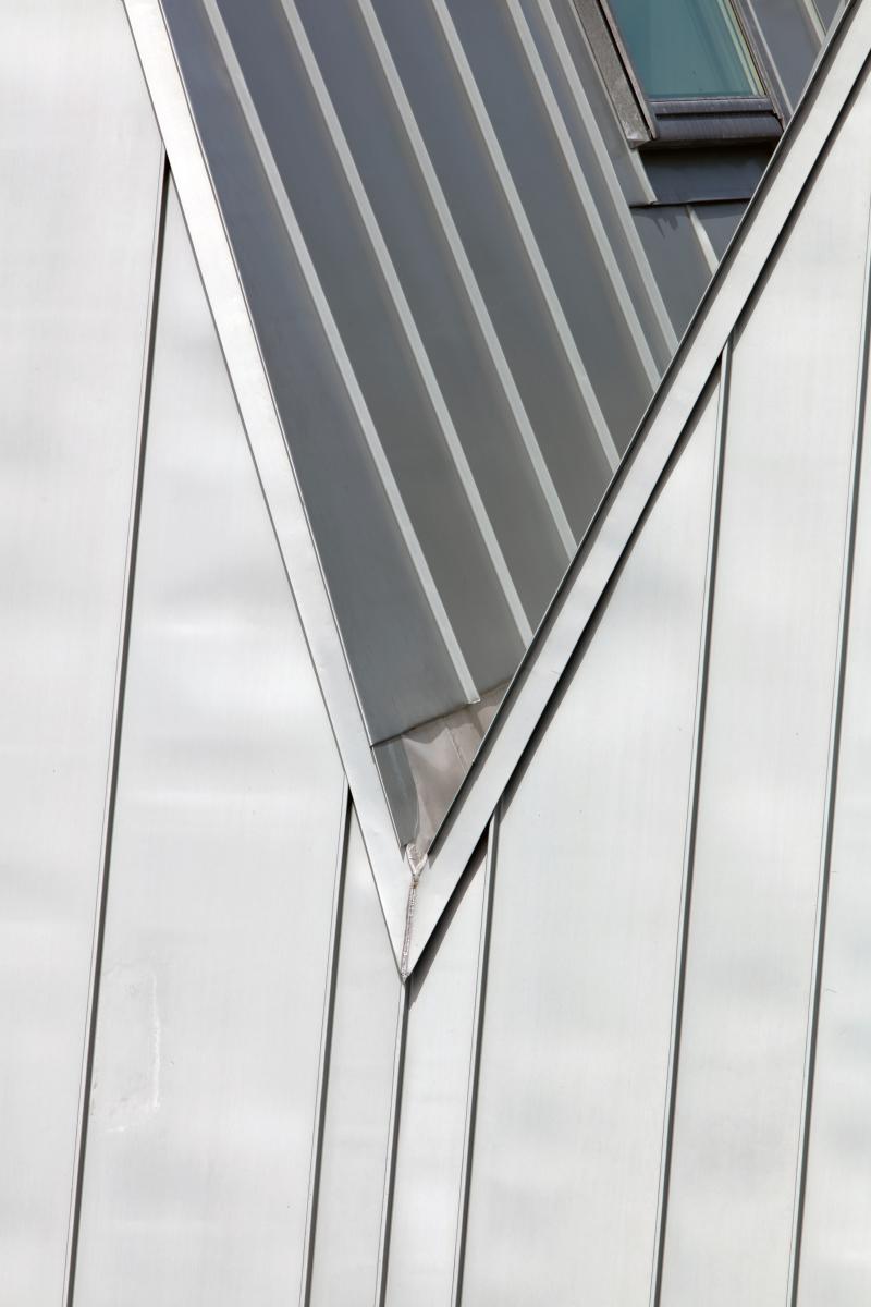 Ein Dach wie ein Faltenwurf - Bauhandwerk