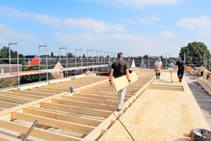 Aufbau der Druckverteilungskonstruktion auf die bestehende Betonplatte, diese dient gleichzeitig als Installationsebene Foto: Franz Poorten GmbH