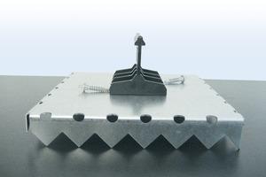 Schematischer Aufbau des Daches mit Kastendecke, Dämmung, Bitumenbahnen und Kalzip-Scharen
