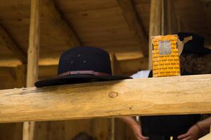 Der Schrauben-Hersteller Heco unterstützte das Vorhaben mit 6200 Holzbau-Schrauben, die unter anderem für den Bau von Arbeitsunterständen und Übernachtungshäusern zum Einsatz kamen