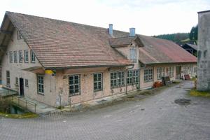 """Die ehemalige Skifabrik Morlok (links) wird innerhalb von einem Jahr zum Kinderhaus Luftikus (rechts) <span class=""""bildnachweis"""">Fotos: Partner und Partner Architekten / Stiletto Innenarchitektur</span>"""