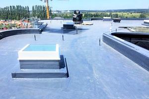 """Fertiggestelltes Dach mit den eingebrachten Sensoren <span class=""""bildnachweis"""">Foto: HUM ID</span>"""