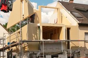 Abriss Dachgeschoss und Aufbau des neuen Holzbaus mit Holzfaserdämmung