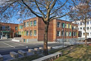 Kaum wiederzuerkennen – die Grundschule in der Albert-Schweitzer-Straße in Ottobrunn wurde rundum erneuert Fotos: S. Katzer/Architektur Fischer + Steiger, München