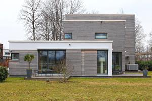 2013 als Holz-Riegel-Konstruktion fertig gestelltes Doppelhaus
