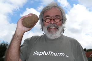 Bewegtes Pensionärsdasein: Der emeritierte Professor Richard Meier mit seinen Neptunbällen