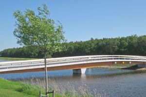 """Im holländischen Winschoten steht die 2012 gebaute """"Brücke J Blauwestadt"""" mit einer Spannweite von 40 m<div class=""""bildnachweis"""">Fotos: Ingenieurbüro Miebach</div>"""
