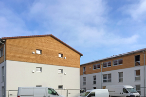 Die Firma Bauer Holzbau aus Satteldorf hat diese Flüchtlingsunterkünfte errichtet. Sie stehen in Korntal-Münchingen bei Stuttgart