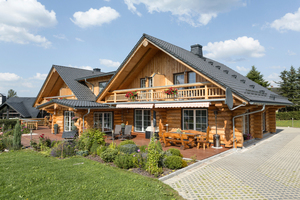 """Ferien für Naturliebhaber: unten ganz in Holz, oben ganz in Keramik<span class=""""bildnachweis"""">Foto: Creaton</span>"""