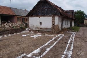 So sah das Bauernhaus vor der Sanierung aus. Der vordere Teil wurde abgerissen, um dem Neubau Platz zu machen<br />