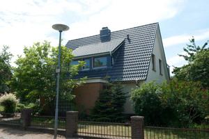 Das Dach des Mehrfamilienhauses in Lübeck wurde energetisch saniert Fotos: Ursa