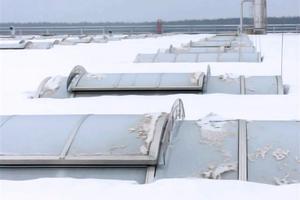 """Lichtbänder auf einem Aufsetzkranz bleiben bei Schnee lange Zeit sichtbar und bieten bei der Räumung einen gut erkennbaren Widerstand<span class=""""bildnachweis"""">Foto: FVLR</span>"""