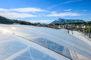 Pneumatische Luftkissen überspannen unter anderem den mittleren Dachbereich