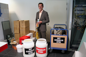Gefährlicher oder ungefährlicher Abfall? Thomas Hillebrand weiß es, seine Firma PDR recycelt PU-Schaumdosen <br />