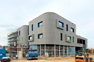 """Das im Bau befindliche Maison relais """"Op Hudelen"""" in Schifflange<span class=""""bildnachweis"""">Fotos (2): Alleva Enzio Architekten</span>"""
