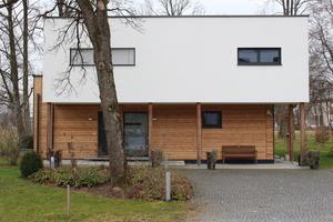 """Bei dem 2011 erbauten Einfamilienhaus handelt es sich um das zweite auf dem Areal der """"city of wood"""" fertig gestellte Gebäude"""