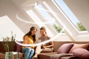 In bewohnten Räumen muss ein Mindestluftwechsel stattfinden, Velux hat dafür verschiedene Zusatzprodukte im Angebot  <br />
