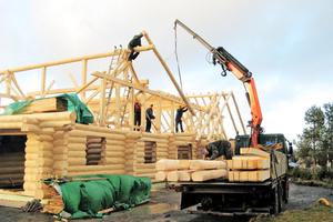 "Das Haus wurde als Blockbau erstellt, der Dachstuhl in traditioneller Zimmermannsbauweise aufgerichtet <span class=""bildnachweis"">Foto: <a href=""http://www.berglandresidenz.de"" target=""_blank"">www.berglandresidenz.de</a></span>"