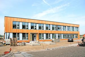 """Einige Fassadendetails fehlen noch, gleichzeitig schreitet der Innenausbau voran<span class=""""bildnachweis"""">Foto: Rüdiger Sinn</span>"""